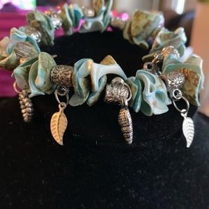 Jewelry - Beautiful beaded shell stretchy bracelet